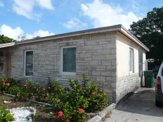 Gorgeous 2 bedrooms, 1 bath bungalow in Wilton Man