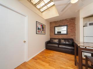 Sleeps 5! 2 Bed/1 Bath Apartment, , Awesome! (8488), New York City