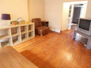 Charming 2 Bedroom Duplex with Garden, Brooklyn