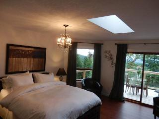 Armand Heights Bed and Breakfast    Arbutus room, Salt Spring Island