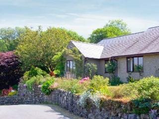 LLETY NEST, single-storey cottage on farm, wonderful views, close to walks and cycle trails, near Dolgellau, Ref 24366