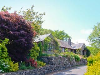 LLETY NEST, single-storey cottage on farm, wonderful views, close to walks and c