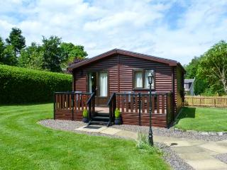 THE SPINNEY LODGE, pets welcome, romantic cottage, WiFi, large grounds, near, Jedburgh
