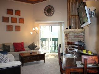 TH302H Awesome Condo w/Wifi, Clubhouse, Mountain Views