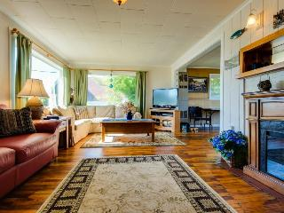 Cozy cottage with ocean views, walking distance from town!, Depoe Bay
