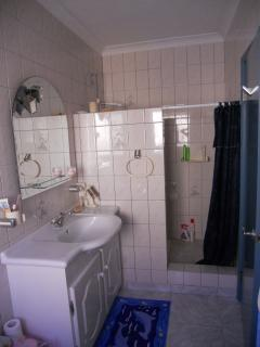 Master bathroom with bidet & enclosed shower