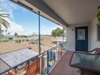 Pacific Beach Townhouse 2 Blks to Beach/Ocean View, San Diego