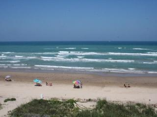 Beachfront! Breathtaking views! Family friendly, j, South Padre Island