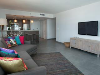 2BR Decoplage: Beach Access, Pool, Gym! Sleeps 6!!, Miami Beach