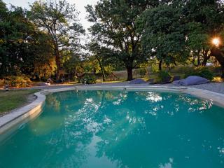 Charmant B & B sud Luberon dans les vignes, avec piscine et balcon, Puyvert