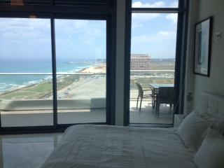Luxury 2 bedroom apartment. Boutiue Hotel sea view TLV., Tel Aviv