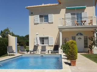 Newly redecorated villa w/ private pool in Algarve, Almancil