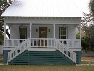 Family Friendly Cottage 9 Logan, Tybee Island