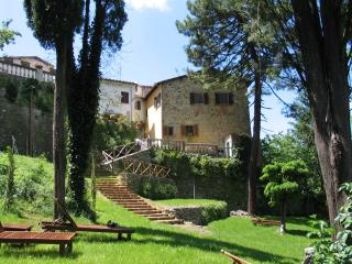 Cosy romantic house with garden and stunning views, Bucine