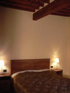 The bedroom with wooden beams - Ground Floor Apartment