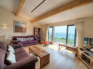 House 43 - The rustic style hot tub overlooking Talland Bay is the ideal spot to