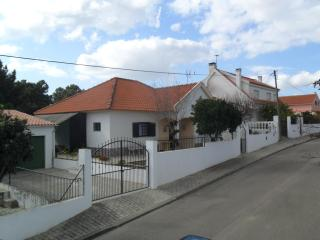 Villa near Lisbon and Caparica in a calm zone., Almada