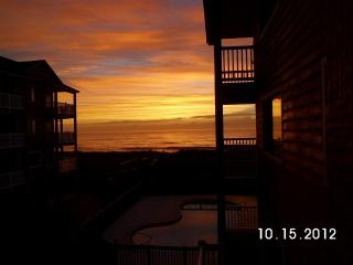 Oceanfront Complex-.2 Pools-Sleeps 4.-Wi-Fi.-Priva, Carolina Beach