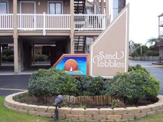 Oceanfront Complex-.2 Pools-Sleeps 4.-Wi-Fi.-Priva