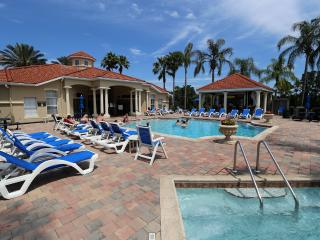 Emerald Island Resort .8423 3Bedr/2.5 bath Townhome Gated  5 star Resort - 9 min (5.0 mi) to D, Kissimmee