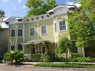 Modern, One Level 3BR/3BA Home with Loft Style Accents & Bamboo Courtyard, Savannah