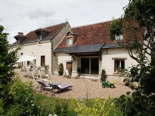 CHARMING 17TH HOUSE CLOSE TO LOIRE VALLEY HISTORIC
