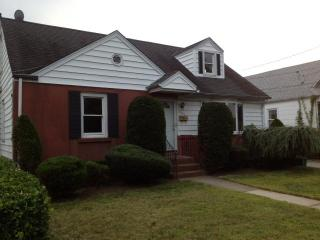 8 bedroom House near Hofstra University & Coliseum, Uniondale