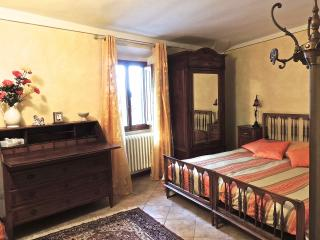 Cosy apartment in the center of Sancasciano in Val di Pesa, Chianti area of Tuscany. Tony&Francesca