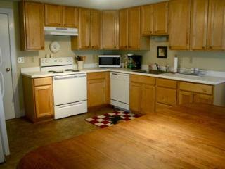 Fully equipped, eat-in kitchen
