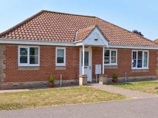 JOLEN, all ground floor, off road parking, garden, in Hemsby, Ref 21728
