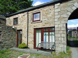 UNICORN COTTAGE, pet-friendly cottage, close to village pub, near walks, in Bowes, Ref. 25913