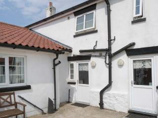 GREYSTONES, family cottage near beach, shared patio, Barmston near Bridlington, Ref 26227