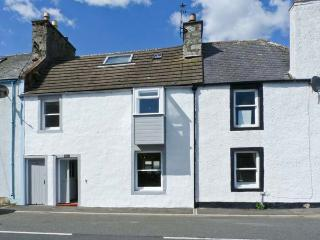 DUCKET COTTAGE, open fire, pets welcome, close to the coast, two en-suites, in Wigtown, Ref. 26248