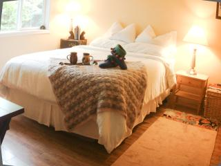 SUNRISE ROOM-QUEEN private ensuite washroom.  Light filled room overlooking the garden/level entry