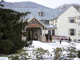 July4th Berkshires/James Taylor/2Bed Presidential, Lee