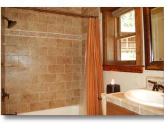 Salle de bain complète dans la chambre 1
