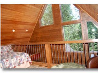 Loft avec un lit double et télévision à écran plat
