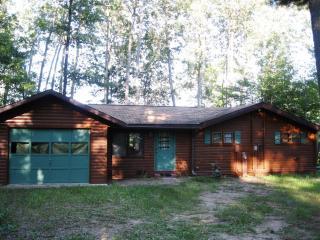 Hummingbird Hill - A 3 Season Cedar Log Home on Big St. Germain Lake, Saint-Germain