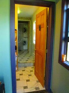 Large full bath with W/D & 6' Tub/shower