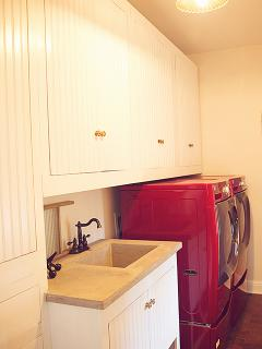 WASHER AND DRYER ON FIRST FLOOR!!