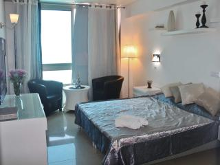 Luxury sea view studio for 3 persons, Netanya