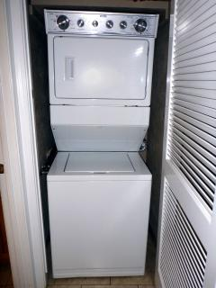 Washer dryer in unit, convenience.