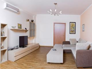 A wonderful view of the sea, 140sq.m apt, nearby shopping center, cafes, movie theater, Odessa