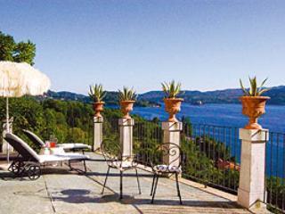 Villa L'Antica Colonia on Lake Orta: suite with terrace for 2 people, Pettenasco