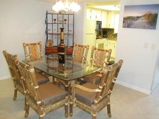 Next to Pier ... Fully Renovated ... Luxury Condo, Cocoa Beach