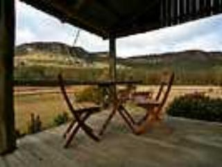 -Historic settlers cottage, tastefully renovated, situated at the foot of the magnificent  mountain escarpments, Killcare