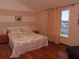 Apartment Vega - central location