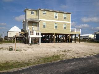 BEST OF ALL WORLDS!  BEACH, BAY, POOL, PET FRIENDLY! SLEEPS 10