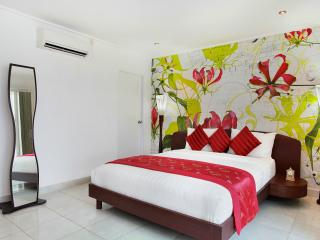 Queen size bedroom with full bath/shower facilities and walk in robe