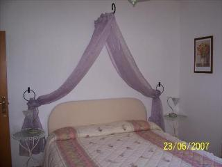 Rosa Room, so called because of the curtain colour. Double bed + bunk bed, +llarge bathroom.